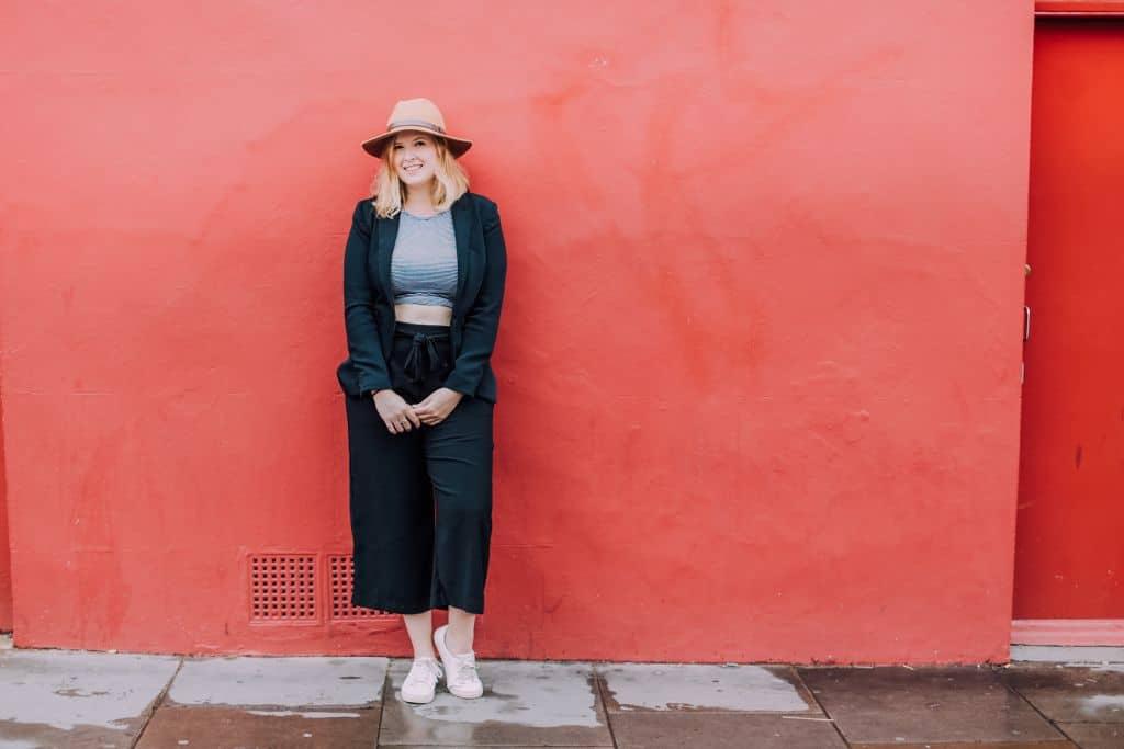 Milou colour 111 - Hoe kan ik zoveel reizen?   Over mijn werk, geld & keuzes