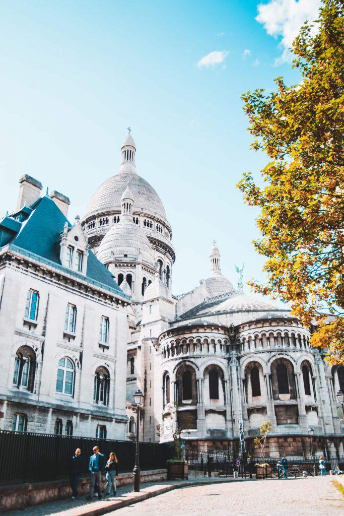 ParisMontmartre3 683x1024 - Top 10 bezienswaardigheden in Parijs voor een ultieme stedentrip