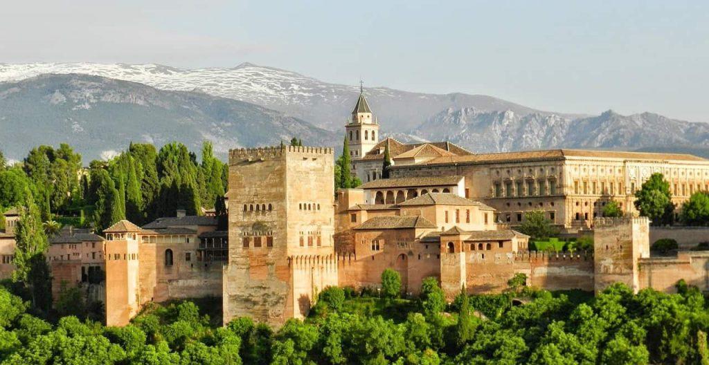 alhambra 967024 1280 1024x528 - Dit zijn de 30 mooiste steden in Europa voor jouw volgende stedentrip