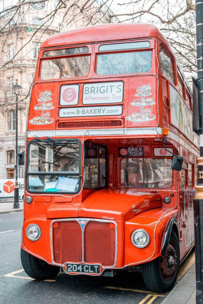 LondonAfternoonTeaBakeryBus7 683x1024 - Kerst in Londen: leukste dingen om te doen in de winter (+ kerstmarkten 2019!)