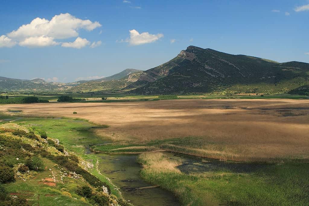 griekenland stymphaliameer wikimedia - De 20 mooiste plekken in Griekenland: van hoge bergen tot dromerige eilandjes