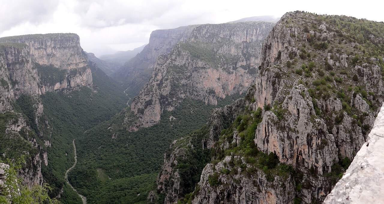 griekenland vikoskloof pixabay - De 20 mooiste plekken in Griekenland: van hoge bergen tot dromerige eilandjes