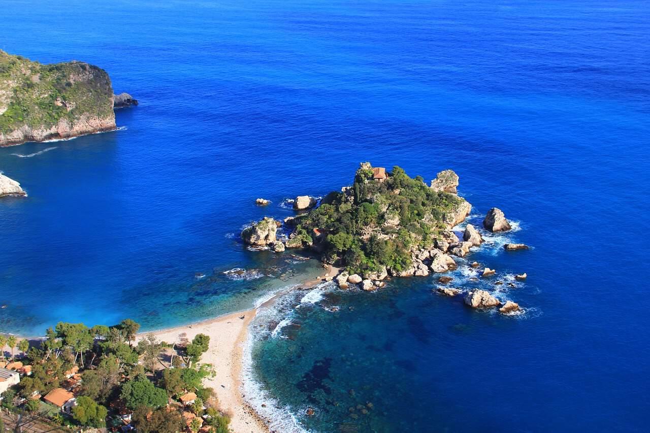 sicilie isola bella pixabay - De 14 mooiste stranden in Sicilië met helderblauw water