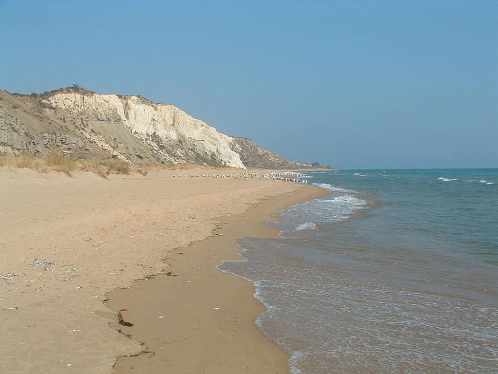 sicilie torre salsa wikimedia - De 14 mooiste stranden in Sicilië met helderblauw water
