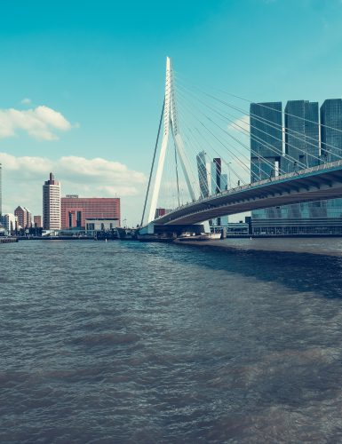 miles vanderlooven t j22ysiAL8 unsplash 385x500 - Wat te doen in Rotterdam: 32 leukste tips voor een dagje uit! (+ shoppen & hotels)