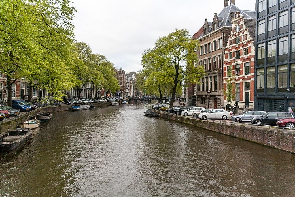 grachten amsterdam wikimedia - Wat te doen in Amsterdam:  25 leuke tips voor een dagje uit (+ tips voor shoppen)