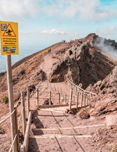 Vesuvius 04 385x500 - Vesuvius: alles dat je moet weten over de vulkaan beklimmen