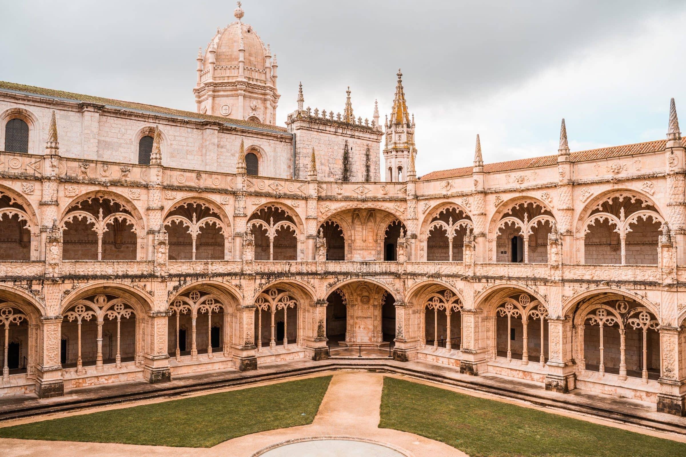 Lissabonbezienswaardigheden scaled - Lissabon prijzen: dit zijn de kosten voor een stedentrip Lissabon!