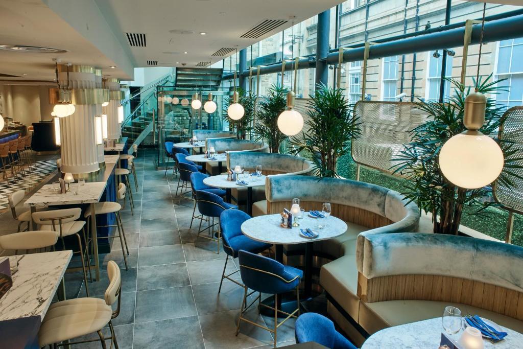 Le Monde Hotel Restaurant Booking.com  - Dit zijn de 30 mooiste steden in Europa voor jouw volgende stedentrip
